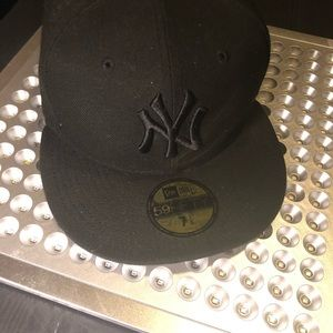 Other - NY Black On Black fitted Hat - Size 7.5 !